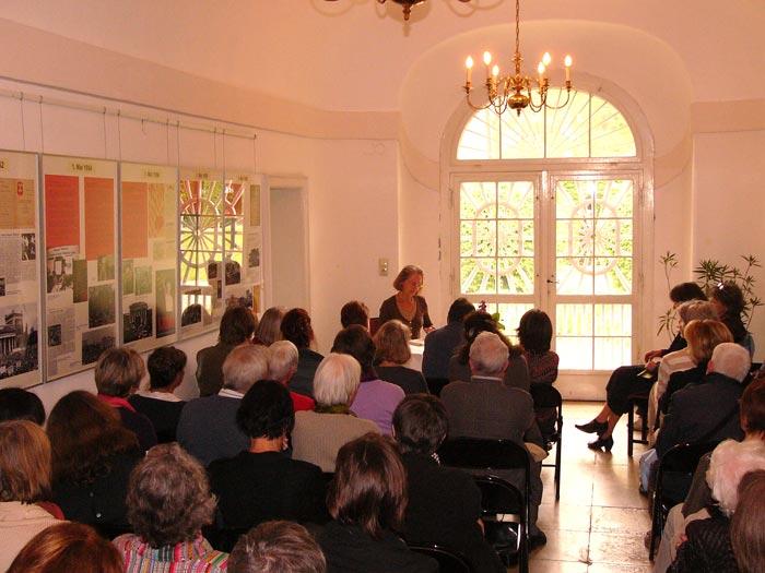 Edda Ziegler bei einer Lesung des Kulturforums München-West im Ebenböckhaus, Fotos: Angela Scheibe-Jaeger